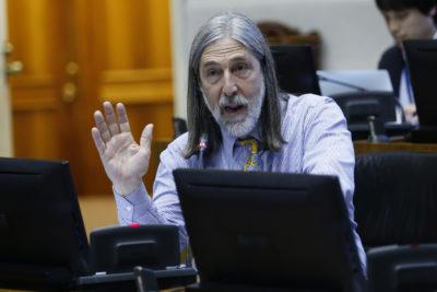 """Senador Juan Pablo Letelier acusa operación política de """"aves carroñeras"""" al interior del PS"""