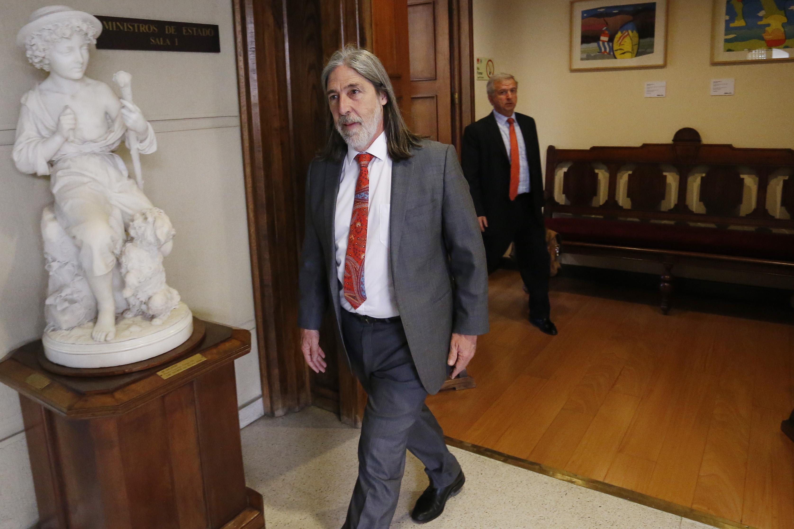 """""""Juan Pablo Letelier en las cuerdas: presentan solicitud para que el PS sancione al senador por nexo con jueces investigados"""""""
