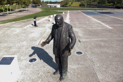 Qué harán con la estatua de Renato Poblete tras retirarla del Parque Fluvial
