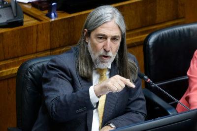 """Letelier intenta defenderse tras ser apuntado por """"interceder"""" a favor de ministros investigados en Rancagua"""
