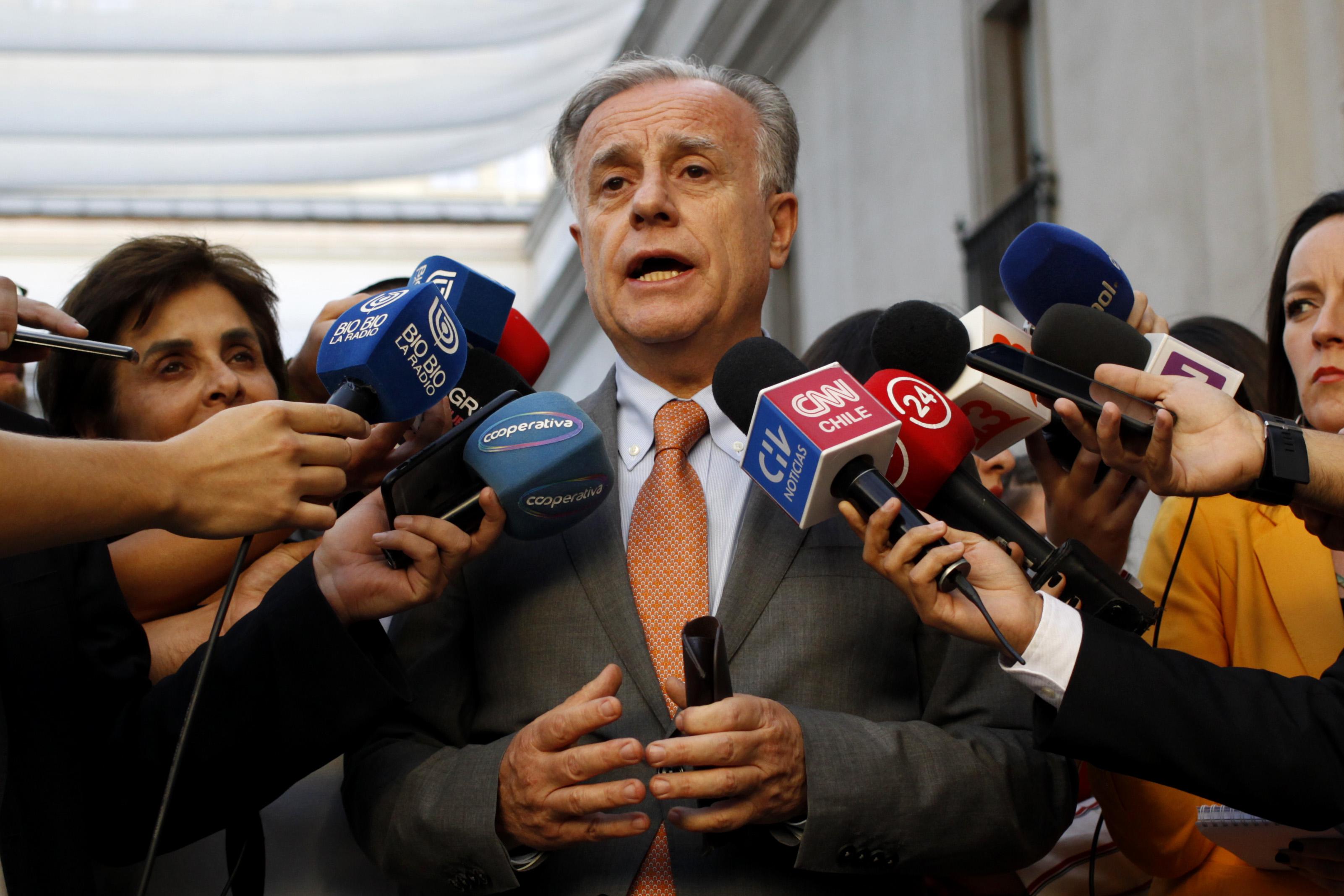 """""""Ministro Santelices responde a las Isapres: """"El único lujo es creer que van a seguir funcionando como hasta ahora"""""""""""
