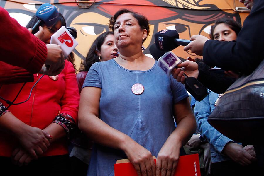 A Beatriz Sánchez le dijeron de todo y le recordaron los tuits de Baradit tras defenderlo por evento Teletón