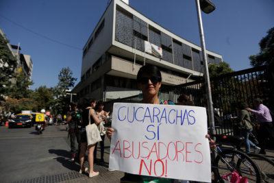 Coordinadora feminista 8M protestó en el Instituto Nacional pidiendo educación no sexista