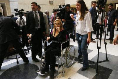 Pamela Jiles quedó con dos pernos en su pierna izquierda tras la operación por su fractura en el Congreso