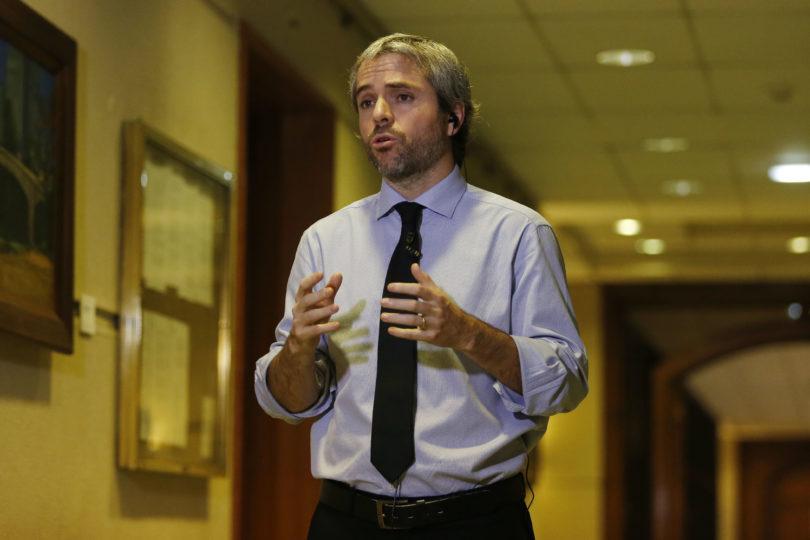 Caso WhatsApp: parlamentarios de oposición esperan citar a Chadwick a comisión investigadora