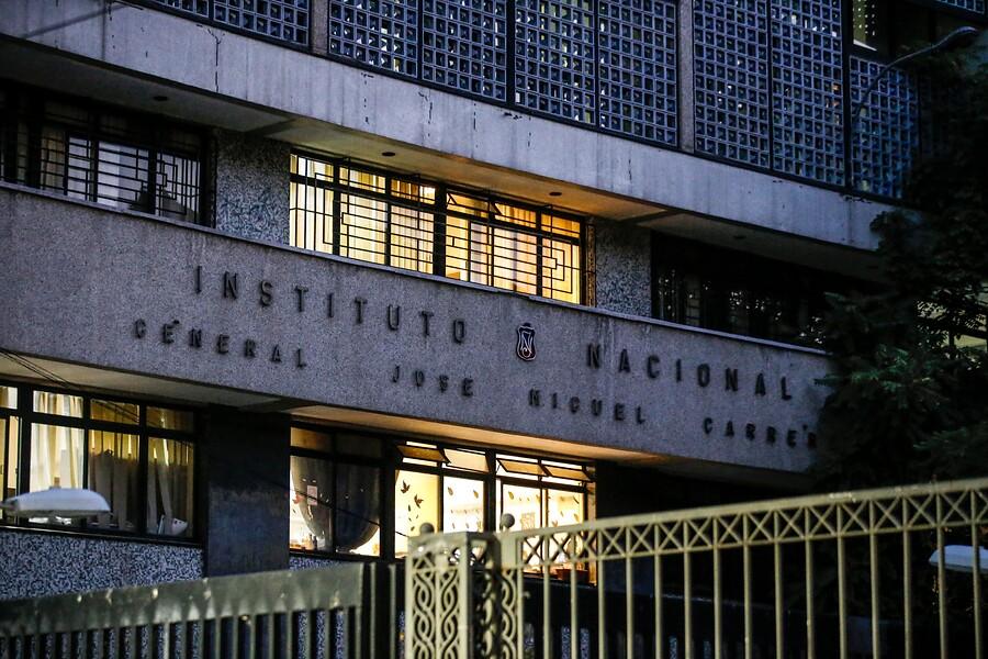 """""""Estudiantes se tomaron el Instituto Nacional en rechazo a"""