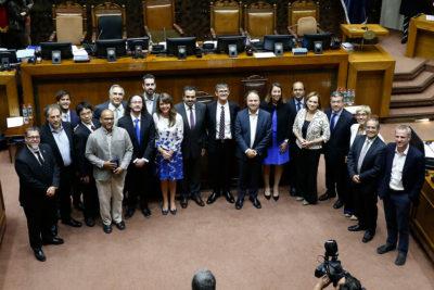 Senado homenajeó a científicos chilenos que registraron el primer agujero negro