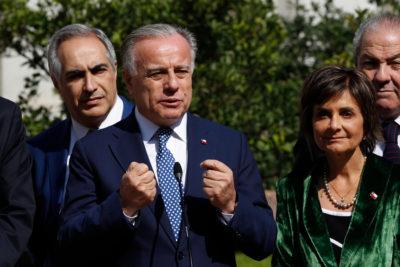 """Ministro Santelices destaca """"cirugía mayor"""" a sistema de salud con nueva reforma"""