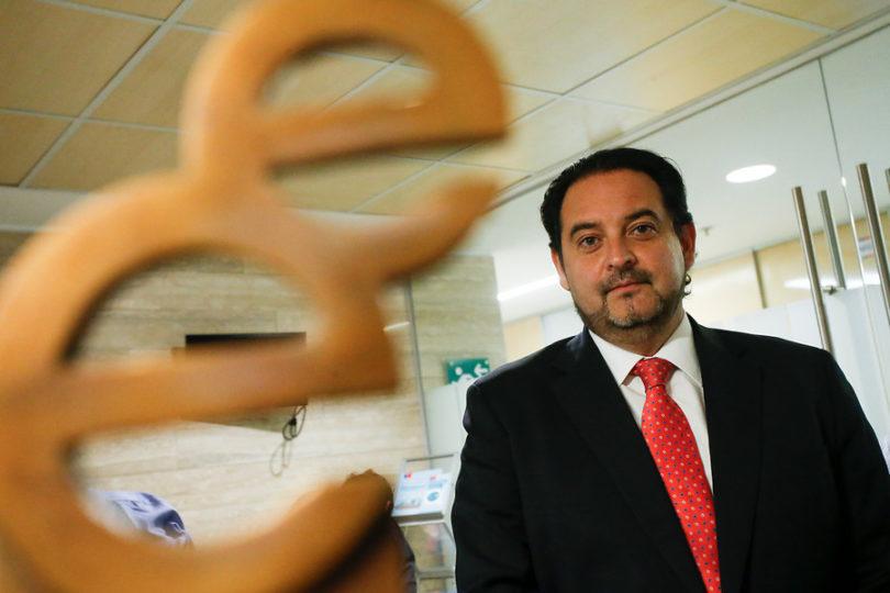 """Ex ministro de Energía respondió a Pacheco por los medidores: """"De ninguna manera fue un golazo"""""""