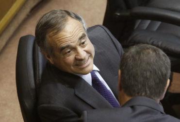 Ignacio Walker pidió que Chile regale madera a Francia para Notre Dame: le respondieron hasta con Felipe Avello