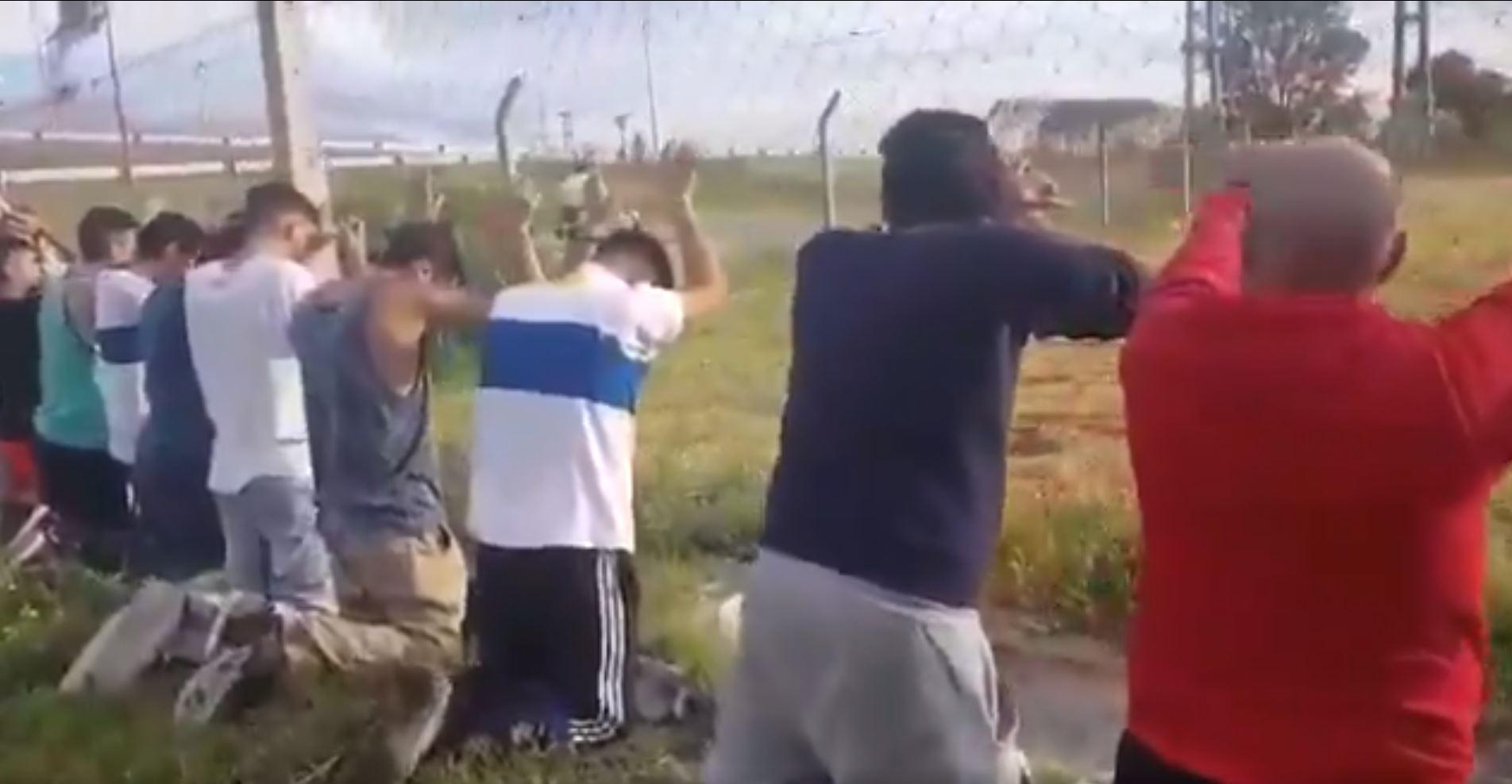 """""""VIDEO   Hinchas de la UC, detenidos en Argentina por robar fernet"""""""