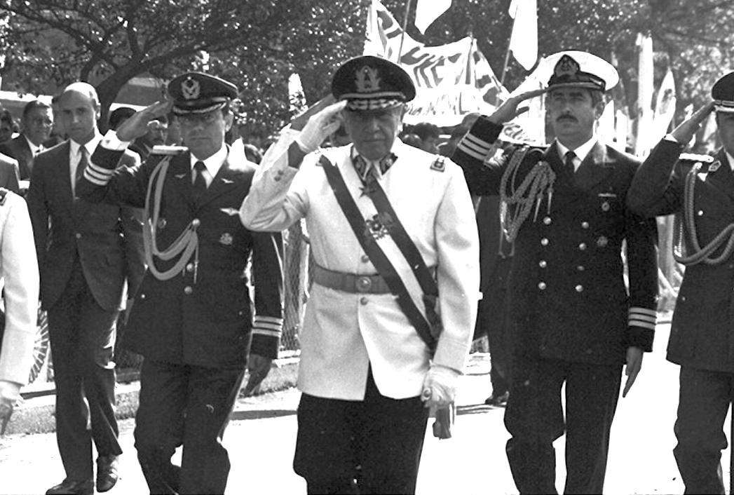 La desconocida red de propiedades que Pinochet compró para el Ejército en el extranjero