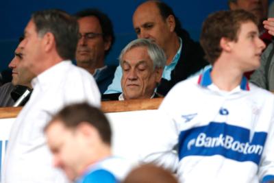"""""""¿Hincha de Colo Colo?"""": tres tallitas del Bichi Borghi por la presencia de Piñera en el clásico universitario"""