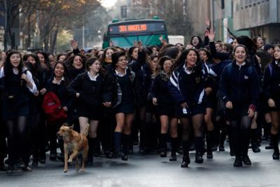 Secundarios de la ACES se unen a marcha de Confech y anuncian movilizaciones en todo Chile