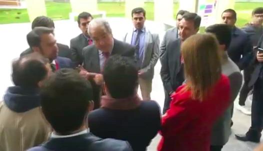 """Van Rysselberghe trata de """"catete"""" a alcalde que pedía soluciones para nuevo hospital de la comuna"""