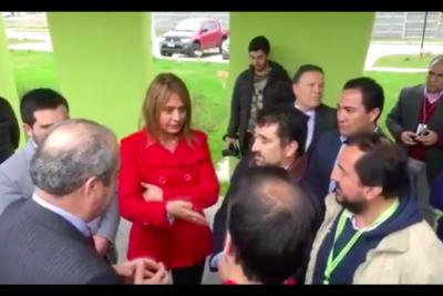 """VIDEO   Graban a senadora Van Rysselberghe tratando de """"catete"""" a alcalde que pedía soluciones para nuevo hospital de la comuna"""