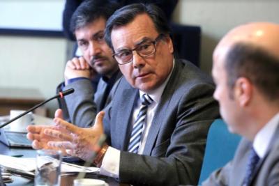 """Diputado Urrutia por desvinculación de edecán naval: """"No me parece razonable"""""""
