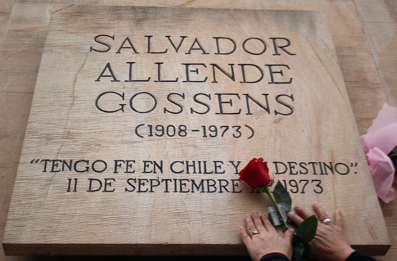 Roban objetos personales de Allende y pinturas desde el Museo de la Solidaridad