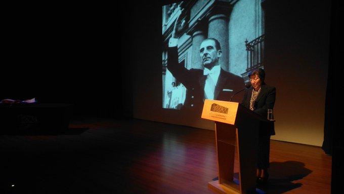Museo de la Memoria recibe bandera que cubrió féretro de Frei Montalva