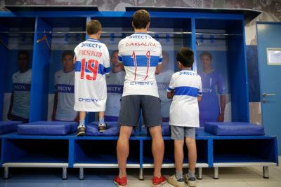 Niño fanático de Fuenzalida conoció a su ídolo y recibió camiseta de regalo
