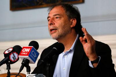 Girardi y Conadecus piden que el Sernac investigue presunta colusión de isapres