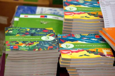Textos escolares: Gobierno recoge sugerencias de FNE y da tarea al Sernac