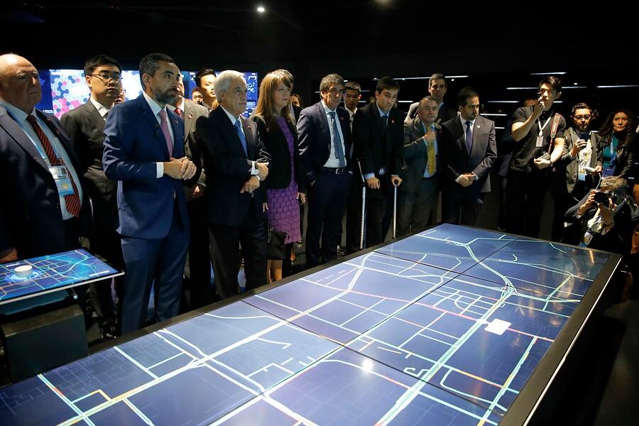 Piñera se reúne con principales empresarios de China para promover inversiones
