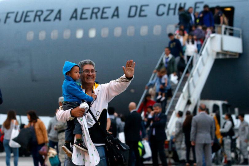 Más de 150 chilenos que vivían en Venezuela retornaron al país en avión FACh
