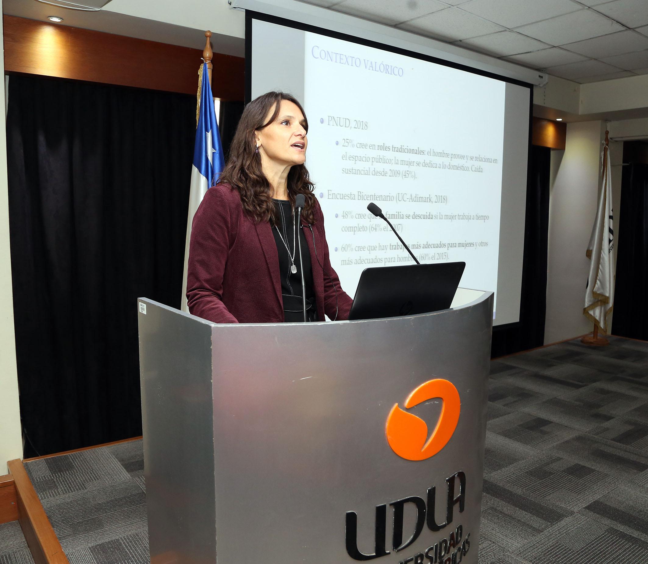 """Andrea Repetto sobre la desigualdad en Chile: """"En parte se explica por la falta de equidad de género"""""""