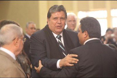 Ex presidente Alan García se encuentra internado tras dispararse en medio de su detención