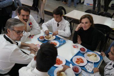 Fin de las bandejas: almuerzos escolares ahora se servirán en platos