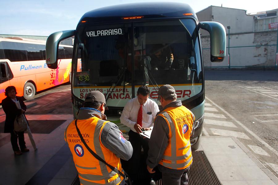 Gobierno llama a empresas de buses interurbanos a respetar descansos de choferes