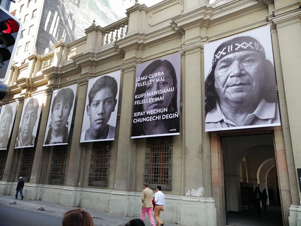 Amerindia: exposición cubre el Museo Precolombino con los rostros de América