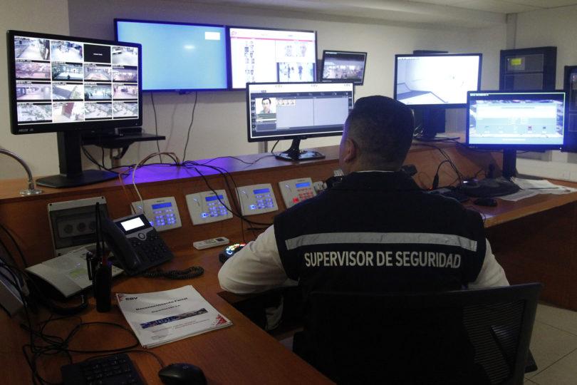 Prohibir la entrada al Metro y zonas comerciales: los usos que buscan darle al sistema de reconocimiento facial en el sector oriente de Santiago