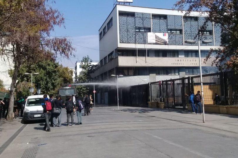 """Protesta en el Instituto Nacional contra """"Aula Segura"""" terminó con incidentes"""