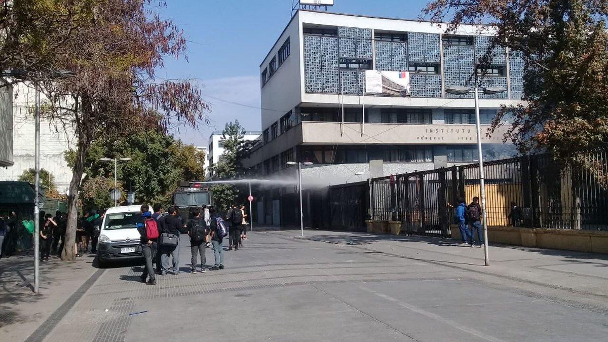 """""""Protesta en el Instituto Nacional contra"""