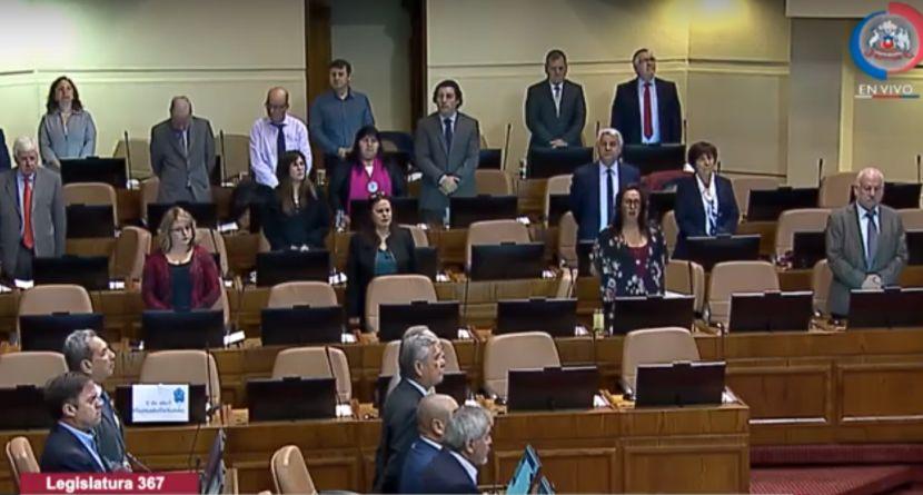 """""""Santibañez y más: los diputados de oposición que se quedaron en el minuto de silencio por Jaime Guzmán"""""""