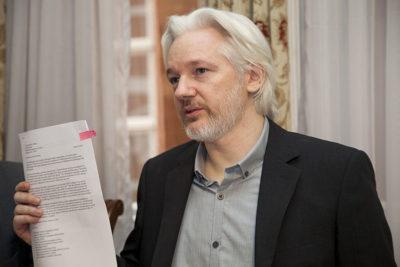 """Presidente de Ecuador asegura que Julian Assange quería convertir embajada en un """"centro de espionaje"""""""