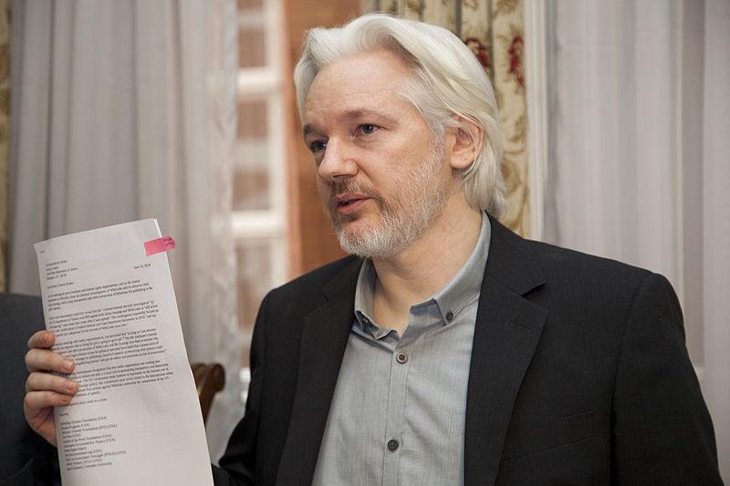 """""""Presidente de Ecuador asegura que Julian Assange quería convertir embajada en un"""