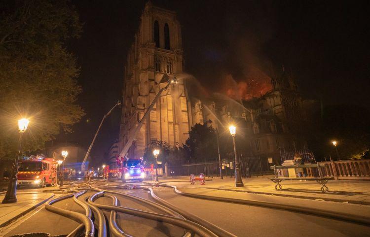 Fiscalía de París afirmó que el incendio en la catedral de Notre Dame sería accidental