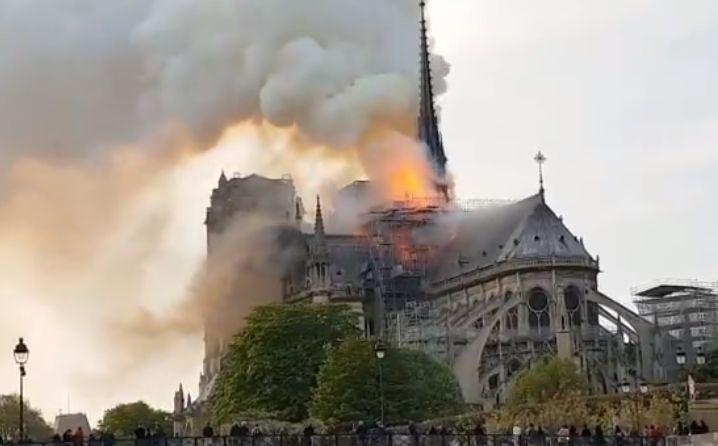 Francia fijó un plazo de cinco años para reconstruir la catedral de Notre Dame