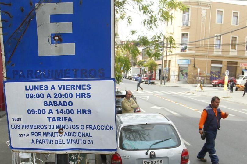 Fraude al fisco, malversación de fondos públicos y tráfico de influencias: informe destapa escándalo de parquímetros en Valparaíso