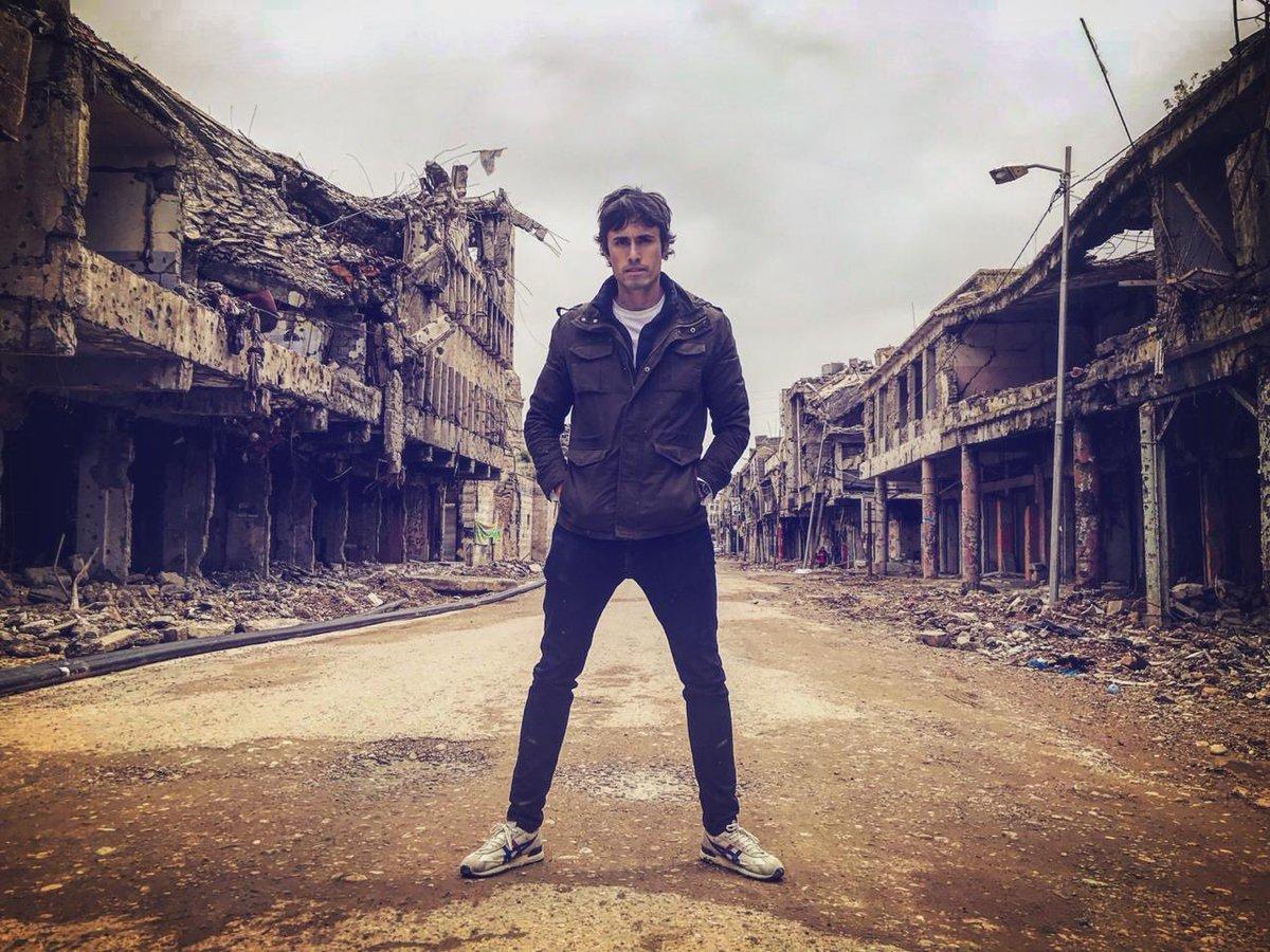 """""""Roberto Cox recibió duras críticas por posar en un lugar destruido por la guerra en Mosul"""""""