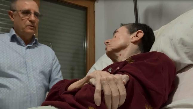 """VIDEO  """"Te voy a prestar mis manos"""": grabó la muerte asistida de su esposa con esclerosis múltiple y fue detenido"""
