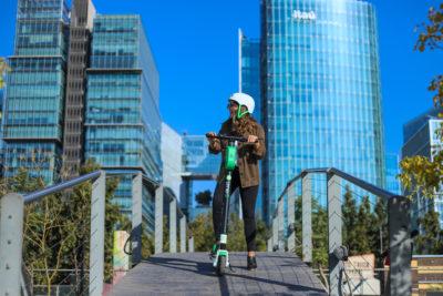 Scooters eléctricos: la nueva alternativa de transporte que prefieren los chilenos para ir al trabajo