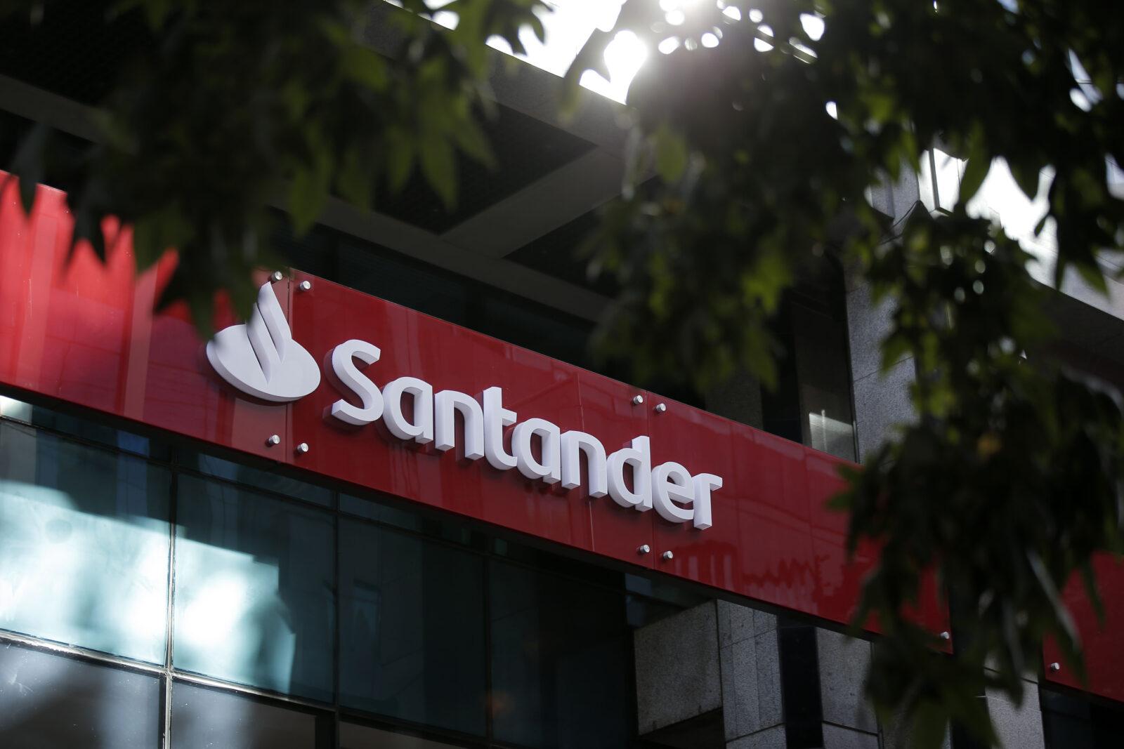 Santander suscribe acuerdo con Evertec para que sea el procesador de su negocio de adquirencia