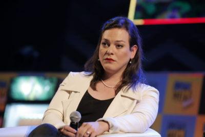 """""""Rebeldía, resistencia, amor"""": siete hitos en la vida de Daniela Vega plasmados en su primer libro"""