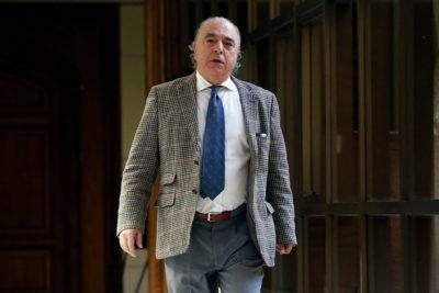 VIDEO |Graban violenta agresión de diputado René Manuel García (RN) a periodista en los pasillos del Congreso