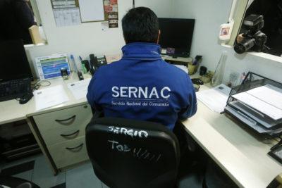 """Son más caros para las mujeres: Sernac detecta """"impuesto rosa"""" en 40 productos"""