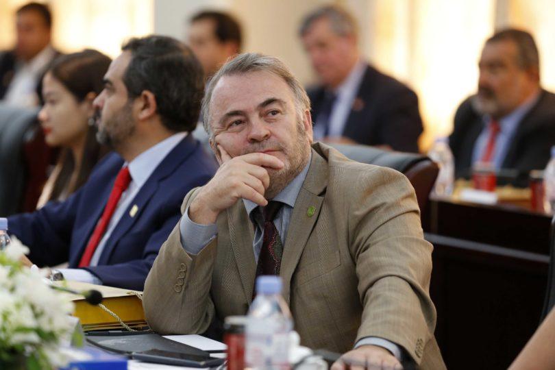 Pepe Auth sale a desmentir al Gobierno y revela la trastienda de la presencia de los hijos de Piñera en Asia